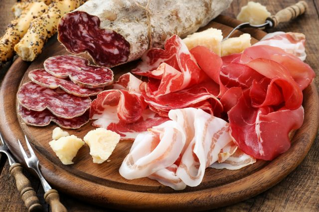 Meats, meats red, heart, disease, risk, bacon, ham, sausages, lamb, beef, pork, Research, Nuffield, Oxford University, coronary heart, Victoria Taylor, British Heart Foundation, Mediterranean diet, fruit, vegetables, wholegrains